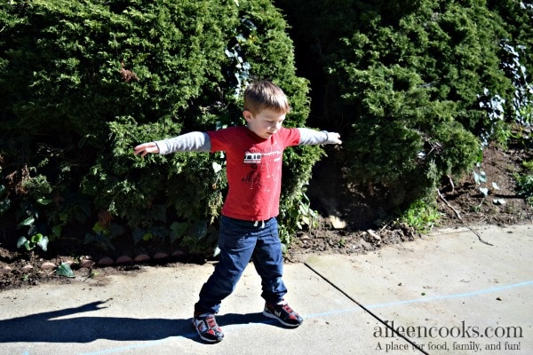 DIY Backyard Obstacle Course. Spring and summer activities for kids. Article from aileencooks.com. @GoldfishSmiles @Walmart #goldfishgametime #ad