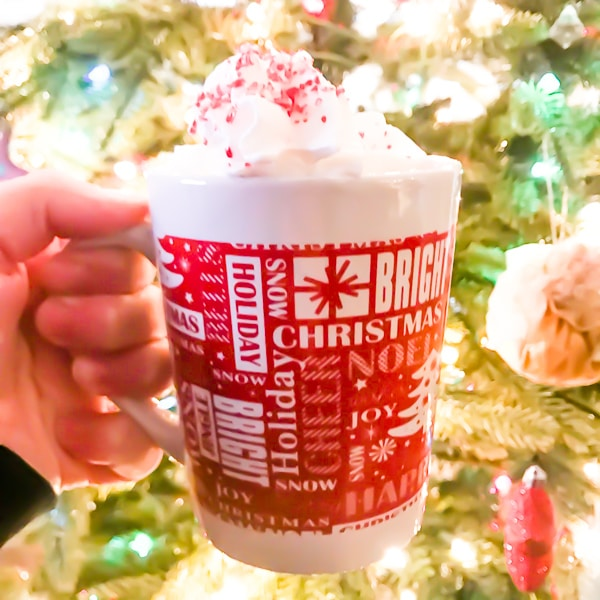 Warm up with this homemade peppermint hot chocolate recipe. You aren't going tobelieve just how easy it is to make your own peppermint hot cocoa at home!