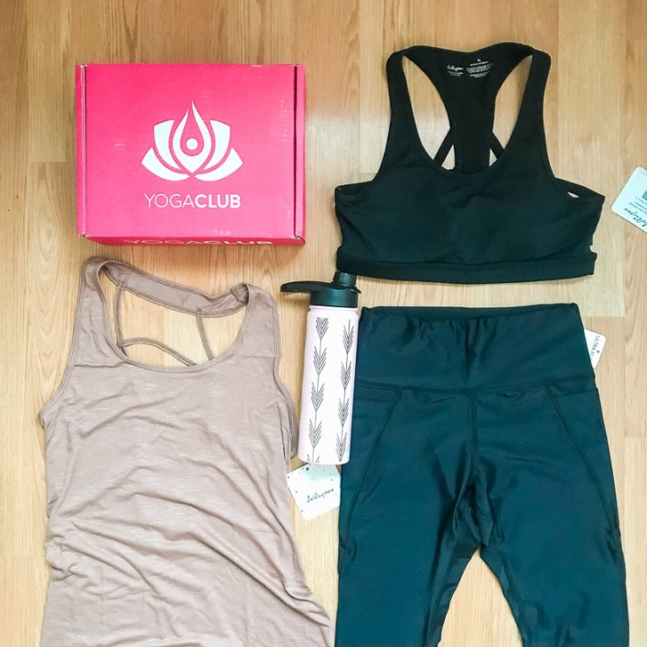 Flatlay of yogaclub box and outfit.