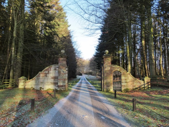 Through the gates to Fyvie Castle. Ailish Sinclair | Castles in the Snow