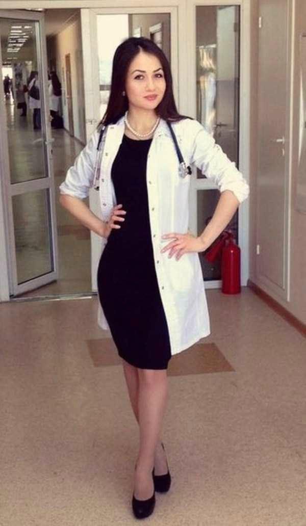 美人女医画像 24