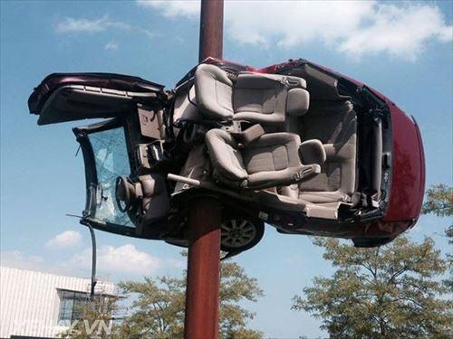 あやうく死ぬとこ。奇妙で怖い車の事故(写真30選)
