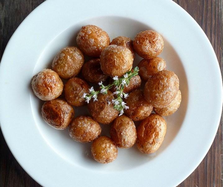 Pommes de terre bonnottes de Noirmoutier sautées à la fleur de thym
