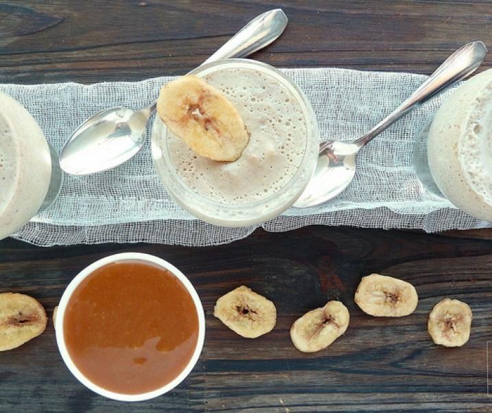 Schuim bananen met ahornsiroop en caramel gezouten boter