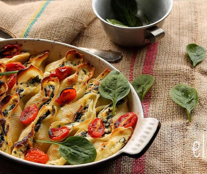 Pâtes farcies à la ricotta, épinards et tomates confites