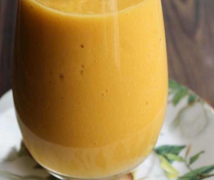 Smoothie mangue, orange, lait de coco et banane, «le Dominicana»