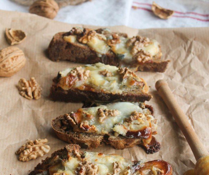 Toast geit, honing en noten