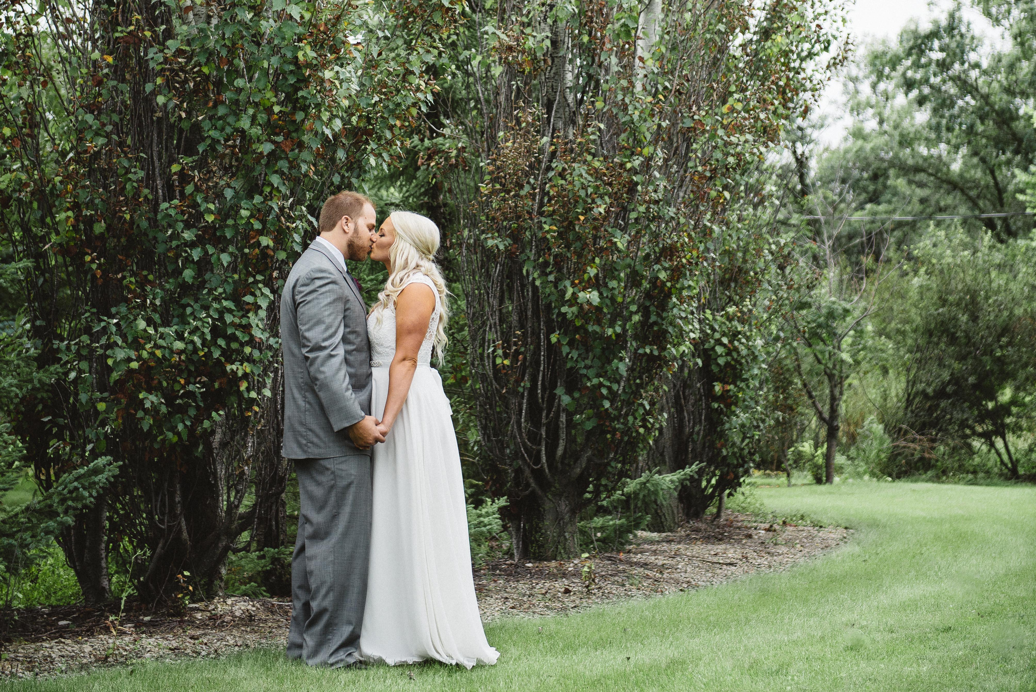 Hallie Gnatovich Wedding Pictures.Hallie Gnatovich Josh Gates Wedding