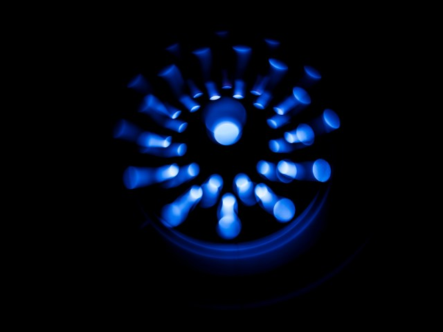 «Les extraterrestres sont là» : une lumière bleue affole New York  aimepingi sound waves in the dark PZH69BF Easy Resize