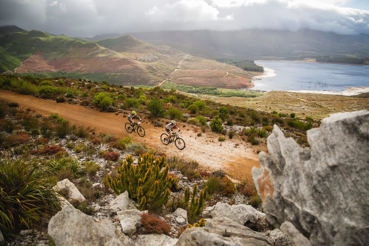 VIDEO: 3 ROMANI ATACA CAPE EPIC, REGINA MTB-ULUI MONDIAL