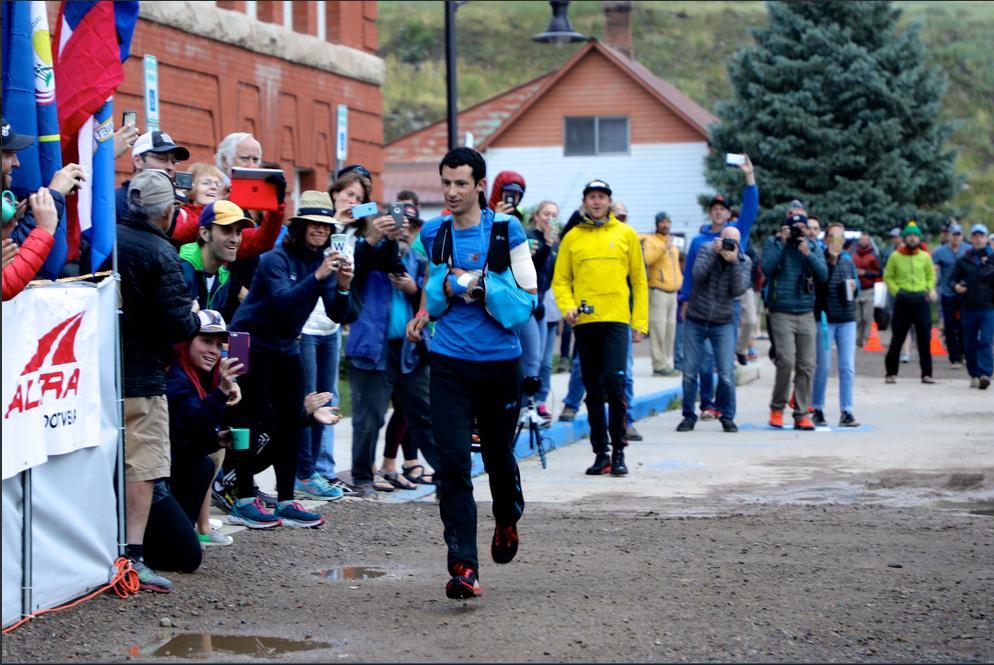 HARDROCK 100: Kilian Jornet a alergat peste 100 de kilometri cu un umar dislocat si a castigat