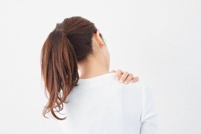 スマホ首・肩こり・猫背解消に効果的な筋膜リリースのやり方