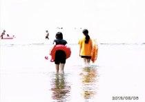 中学生キャンプでの海水浴