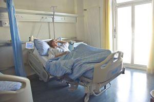 woman-in-hospital