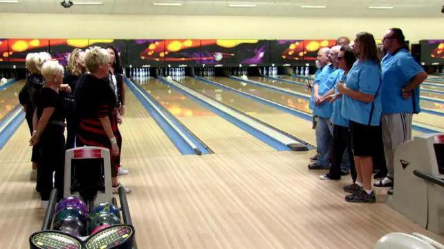 wwe-legends-house-episode-3-bowling-queens