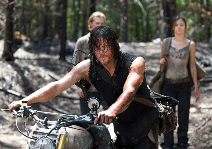 the-walking-dead-episode-606-daryl-motorcycle-2