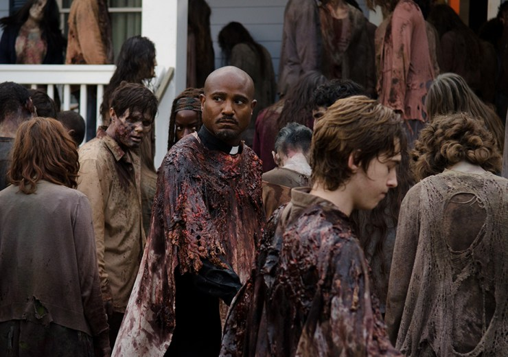 the-walking-dead-episode-608-gabriel-zombie-guts