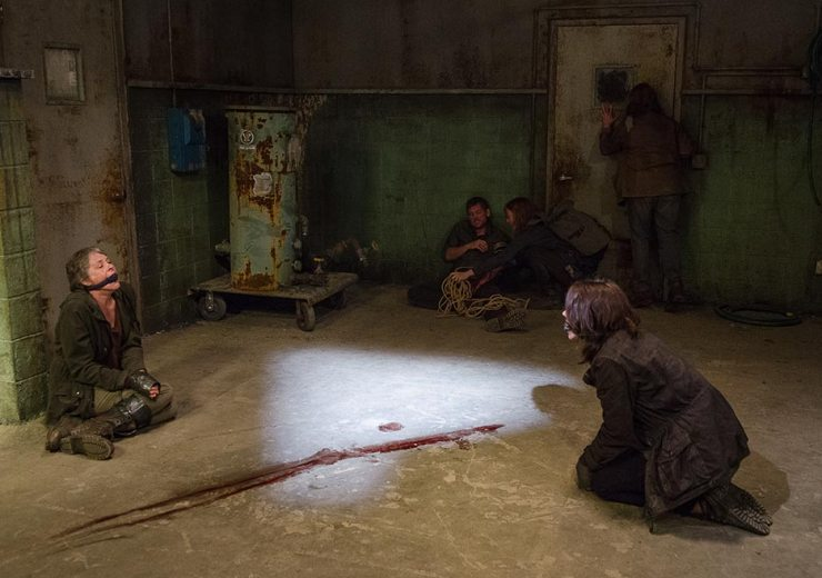 the-walking-dead-episode-613-maggie-carol-tied-up