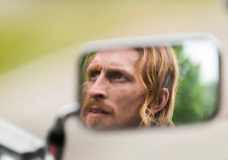 the-walking-dead-season-7-episode-3-dwight-mirror