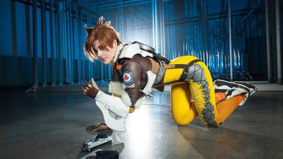 Overwatch: Tracer Cosplay by Adamae
