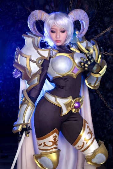 world-of-warcraft-yrel-cosplay-by-sinme-3