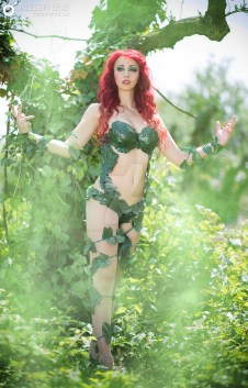 poison-ivy-cosplay-laura-crystal-5