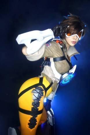 overwatch-tracer-cosplay-by-tasha-11