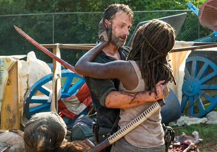 the-walking-dead-season-7-episode-12-rick-michonne-hug