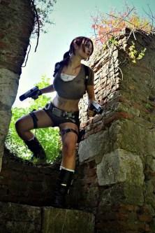 lara-croft-tomb-raider-legend-cosplay-by-eilaire-10