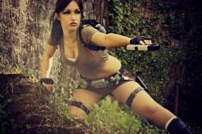 lara-croft-tomb-raider-legend-cosplay-by-eilaire-2