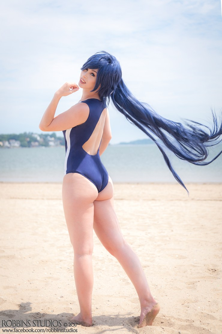 """""""15 people asking me to praise the booty"""": An interview with cosplayer Dolly Fallon"""