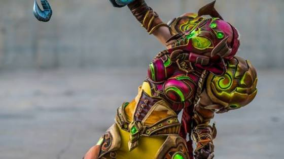 Cosplayer Danielle Beaulieu shows off her crazy good Samus Aran/Demon Hunter fusion.