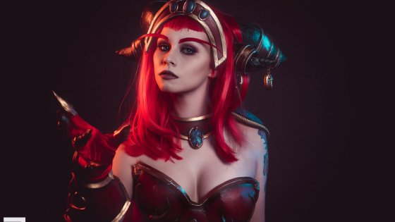 World of Warcraft's Queen of Dragons, Alexstrasza, as imagined by cosplayer Viki.