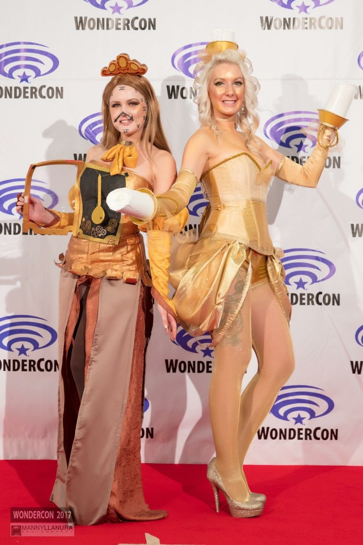 An actress turned cosplayer that loves her some StarCraft and has a love of keeping prehistoric creatures in her purse.