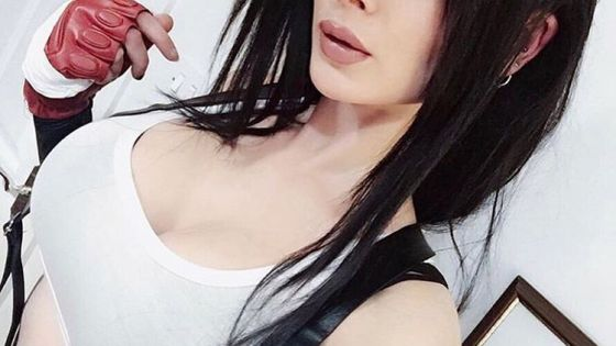 Cosplayer Stephiroth flexes her Tifa Lockhart remake look in the following photoset.