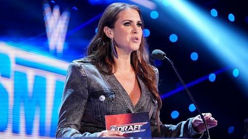 Keepin' It Kayfabe: WWE officials are bad at doing drafts