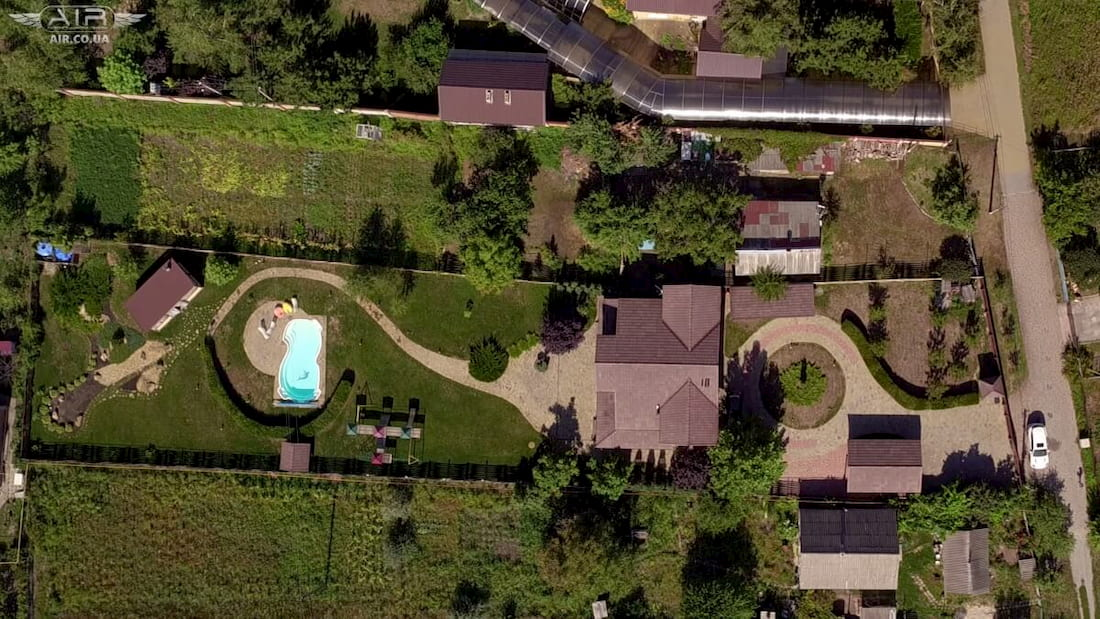 Drone aerial photo gives a good view on the yard dimensions
