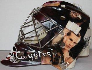 ice_hockey_helmets_11