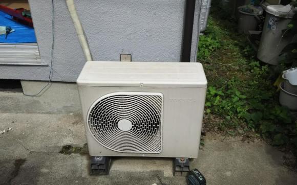 海田町で業者さんからのご依頼でエアコン2台の取り外しと回収