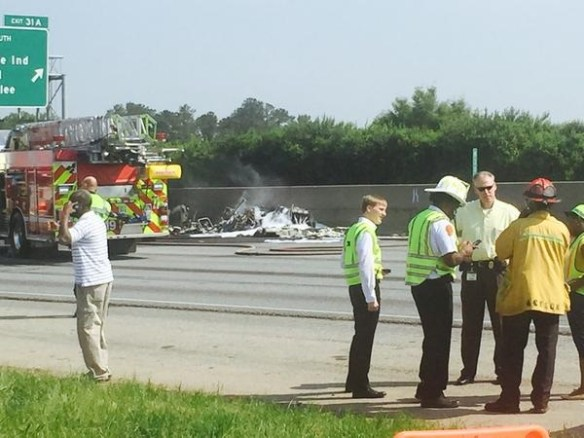 20150508.. KPDK Piper crash on I-285 pic