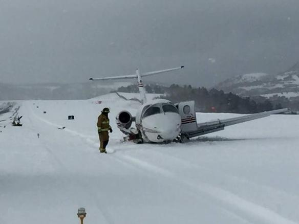KTEX.20151223 .. BE40 hit snowplow on closed runway