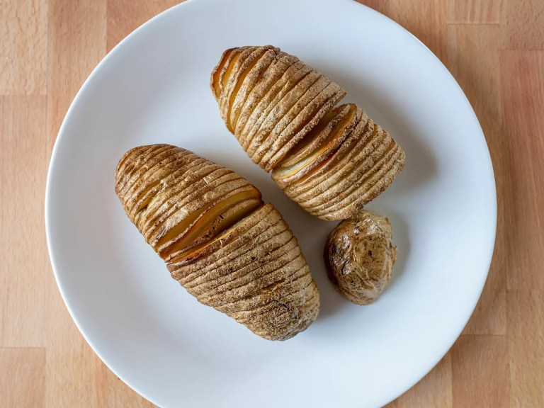 How to make Hasselback potatoes with an air fryer