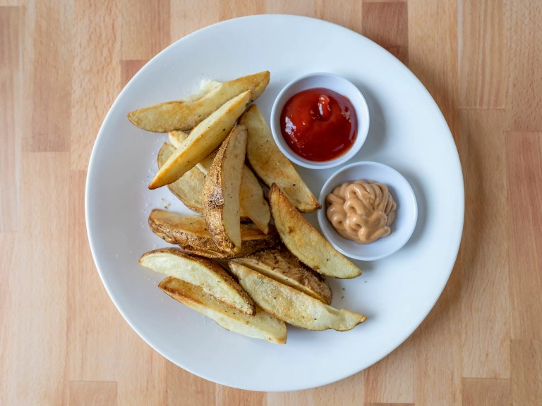 How to make potato wedges in an air fryer