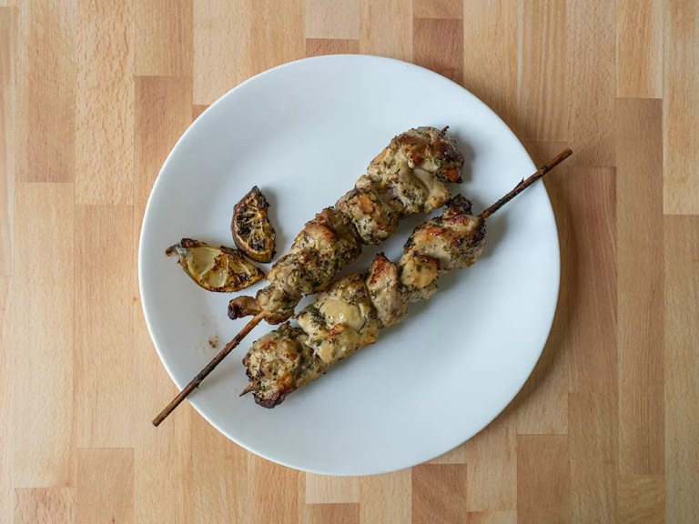 How to cook chicken kabobs in an air fryer