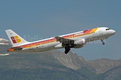 https://i1.wp.com/airlinersgallery.smugmug.com/Airlines-Europe/Iberia-Lineas-Aereas-de-Espana/i-w2VwfL4/0/S/Iberia%20A320-200%20EC-HDK%20%2877%29%28Tko%29%20GVA%20%28PDN%29%2846%29-S.jpg