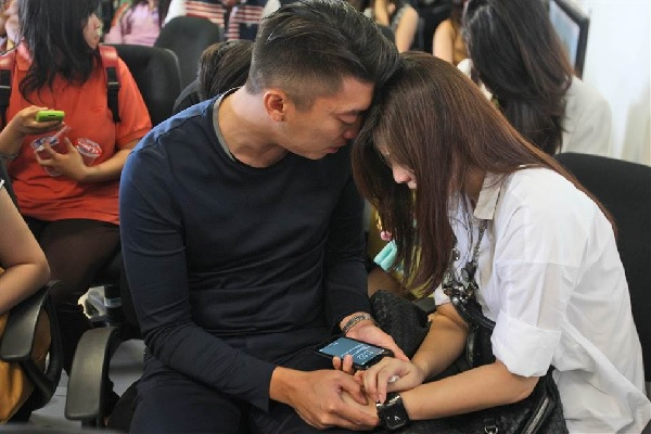 Missing AirAsia grieving relatives