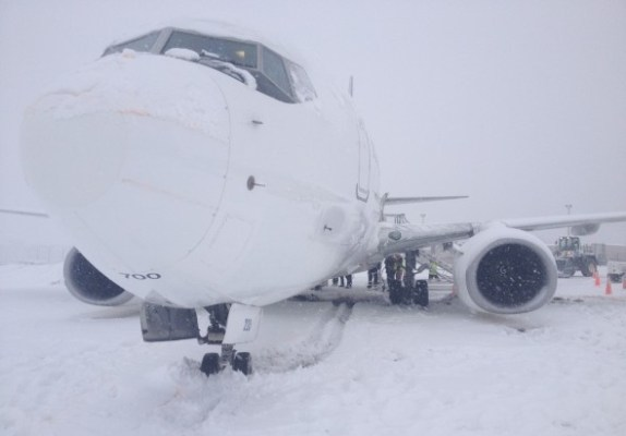 WestJet Boeing 737-700 stuck in the snow at Kelowna Airport
