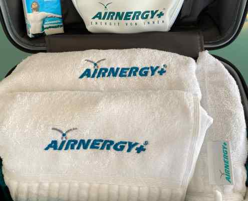 AIRNERGY Little Atmos and accessories in suitcase