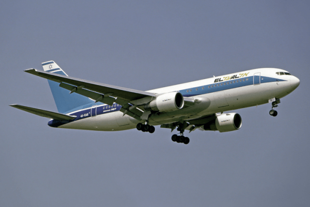 Not gonna lie - it'd be great if El Al would do a heritage livery like this. Credit: Michel Gilliand – Wikimedia Commons