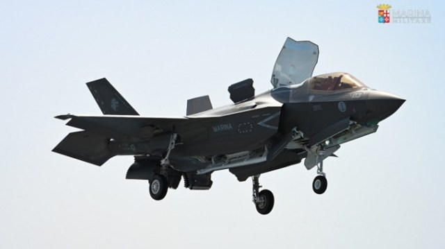 italian f 35b lands for the first time on italys its cavour aircraft carrier Airplane GEEK Italian F-35B Lands For The First Time On Italy's ITS Cavour Aircraft Carrier